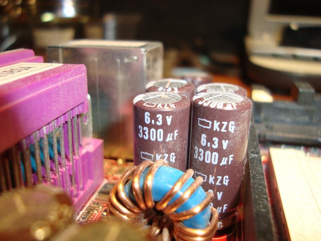 Fallas ocasionadss por capacitores dañados en motherboard