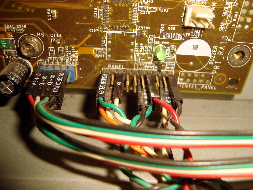 Ubicación de cables del panel frontal del gabinete en la motherboard ...