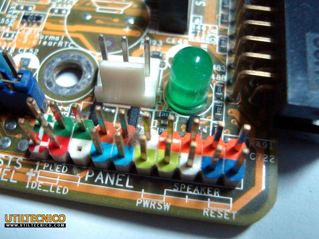 Ubicación de cables del panel frontal del gabinete en la